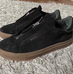 Säljer dessa arigato skor, många intresserade = budgivning. Bara att skriva för fler frågor eller be om bilder💕