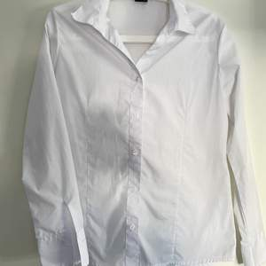 Fin vit skjorta i storlek 38❤️ köparen står för frakten