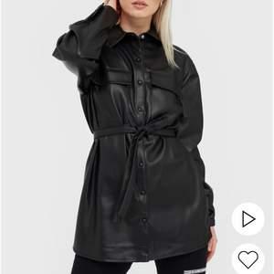 PU skjorta/jacka i storlek 36, använd ca 4 ggr. Är som ny! (Köpare står för frakt