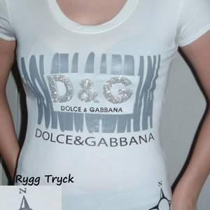 Dolce & Gabbana helt ny aldrig använd.   Storlek one size (small/medium).   Säljes enligt bilden