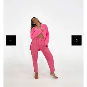 Helt nya rosa jeans från south. Dessa är så fina!!! Nypris 110 AUD dvs cirka 720 sek + att jag betalat frakt och tull. Storlek 38. Köparen står för frakt :)