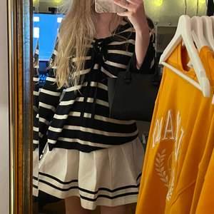Sååå fin Tennis kjol med svarta ränder längst ner 🎾🖤 Bara använd ett två gånger & har inga fläckar eller fel 💕 Frakt: 79kr 🖤 Kan mötas upp i STHLM beroende på när & var 🖤 Läs min bio! 🖤