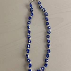 Säljer detta fina halsband som jag gjort själv! Köparen betalar för frakten💞