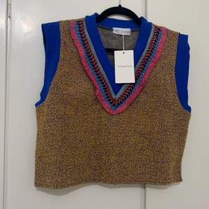 So beautiful vest with so beautiful colours. New size M-L