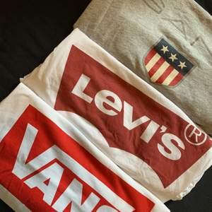 En Gant (ca stl S), en Levis (Stl Xxs, sitter som en xs), en Vans (stl M). Alla tre för 200kr, köparen står för ev frakt 🚚