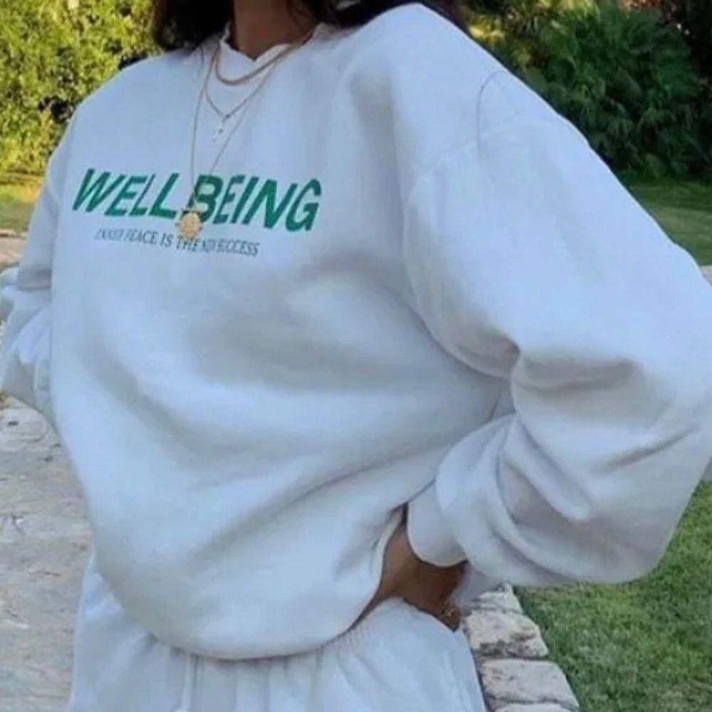 Supersnygg sweatshirt till sommarkvällar🌝🌙 Strl M passar flera storlekar, bud vid flera intresserade. Tröjor & Koftor.