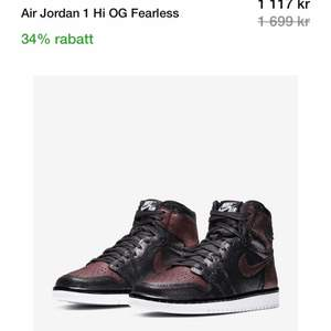 Air Jordan 1 Hi Og Fearless bra skick jättefin Storlek 43 och Nypris 1700 och är använda några gånger har haft dem ca 1 år