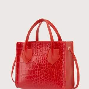 Ny röd liten väska