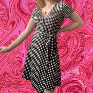 Checkered klänning med as snygg passform💓