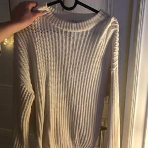Vit stickad tröja ifrån nakd storlek S!!!💋