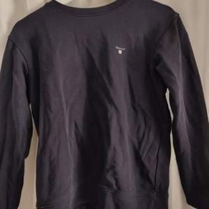 En Gant sweatshirt i väldigt bra skick. Kmt för mer info ⬇️