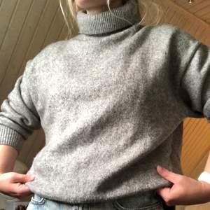 Grå stickad tröja aldrig använt.