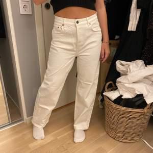 & other stories vita jeans storlek 28, aldrig använda💞💞