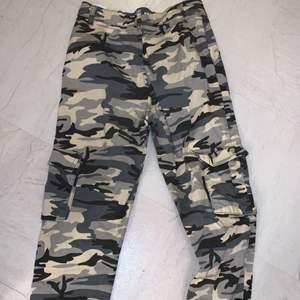 Campuflage byxor från chiquelle i storlek xxs, sitter löst på xs också, jag har S/M i byxor därför sitter dem ganska tajt på bilden! Dem är i jättebra skick! Säljer för 150+ frakt 💕💕