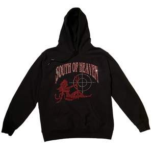 Svart rhinestone hoodie från south of heaven i storlek L (unisex). I mycket bra skick!