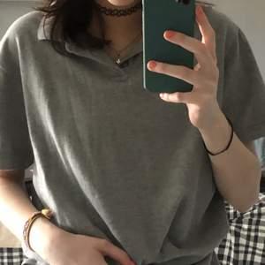 Ganska så enkel tröja med krage och knappar💕 från lager 157.  Gratis frakt💕