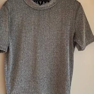 Glittrig tröja från /stay✨ Köpt på Carlings och perfekt till fest☺️ 70kr+frakt