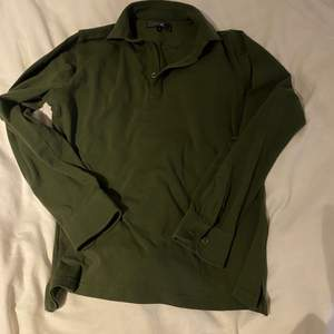 Vintage aktig skjorta/sweater, köpt på Afounds herravdelning. Aldrig använd då den inte är min stil🤎🤎🤎
