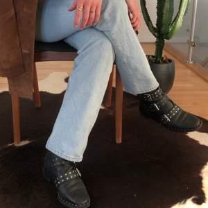 Otroligt bekväma boots i äkta läder. Fint skick! Storlek 37.