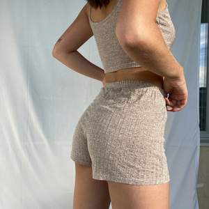 Hi, I am selling this adorable set in a light brown. I bought this set last autumn so it is still in super good condition. The shorts also go well with other T-shirts and the top goes well with jeans as well.