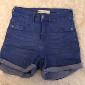 Ett par blåa shorts från Gina tricot! Perfekta till sommaren!💕 i storlek xs