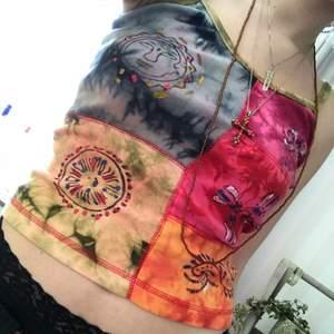 SÅ fint linne köpt på en typ hippie/spirituell klädaffär💓i oanvänt skick och är storlek S, men den passar både större o mindre💓💓budgivning håller på i ungefär en vecka o skriv privat för att buda!💗