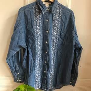 Vintage jeansskjorta från märket clementine🌼 Köpt på beyond retro i somras, väldigt 70s! Mycket bra skick, kontakta mig vid frågor :)