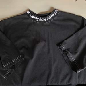 Säljer min fina ACNE-tshirt i stl S. Säljer pga använder ej, men den är i mycket fint skick!💕💕