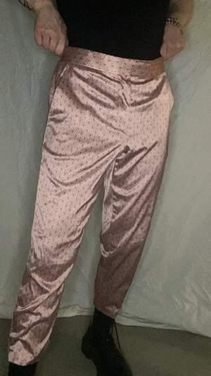 """Glansiga kostymbyxor. W32"""" (81cm) L30"""" (76cm)"""