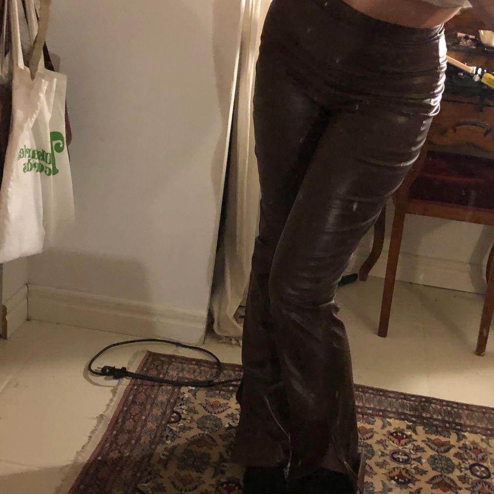 Skitsnygga bruna byxor från nelly! Nyskick! (Första bilden lånad). Jeans & Byxor.