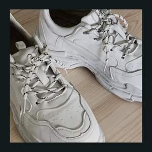 Chunky sneakers! Bra men använda skick🖤