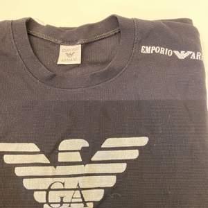 Svart Armani t-shirt. Säljer då jag aldrig använt den❗️
