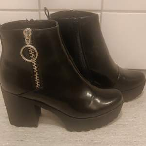 Black Even&Odd boots, size 40. Heel is 9cm high including the platform. Used only a few times.