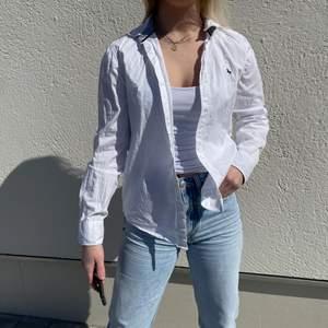 Fin vit skjorta ifrån hm, frakt tillkommer på 62kr