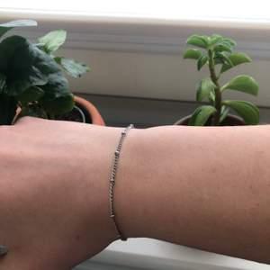 Silver armband köpt på Primark men aldrig använd. Funkar som armband och fotlänk. 15kr + frakt 💖