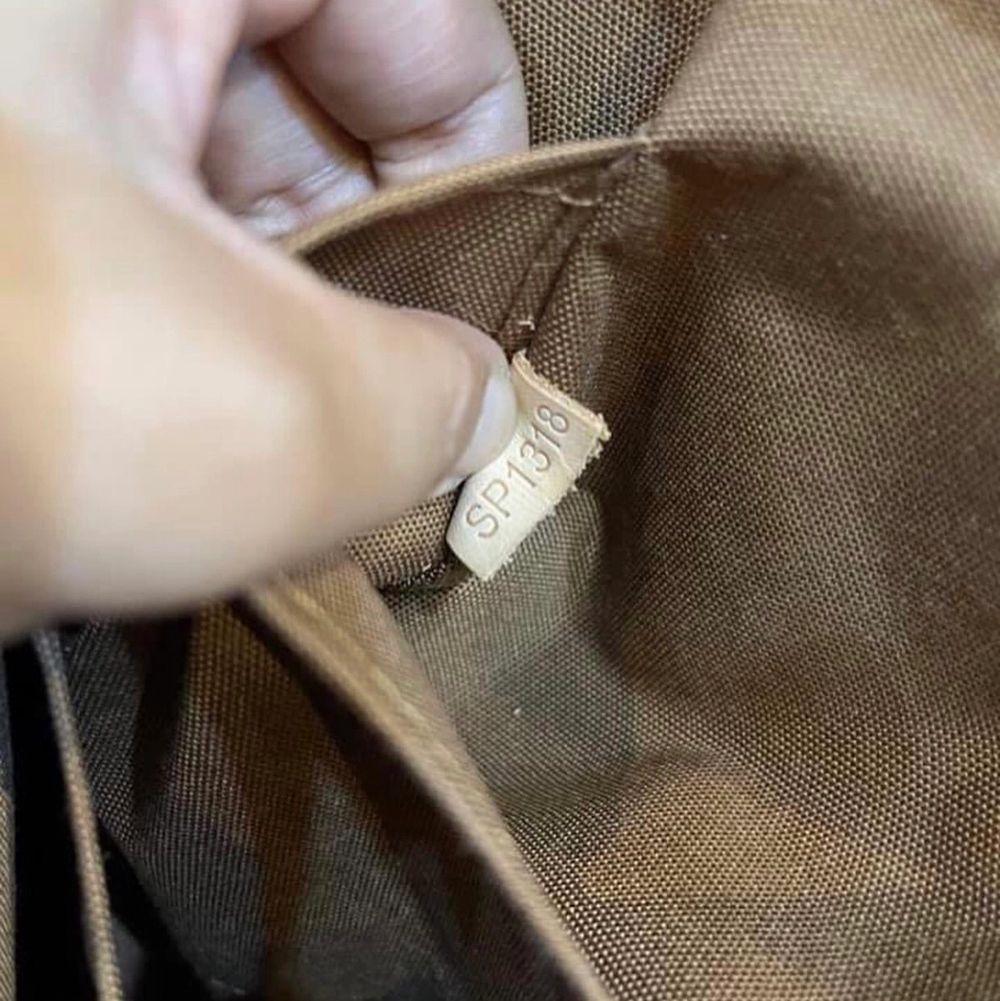 Preloved Louis Vuitton monogram canvas totally mm. ( with code) in good condition! Message us for more information or pictures of the bag if interested!🥰✨ köparen står för frakten!!. Väskor.