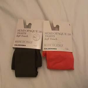 Säjer de här helt nya strumpbyxorna då de sakerna jag köpt för att matcha de här me inte va min stil så säljer jag nu de här! Har alldrig använt inte ens öppnade! Båda för 35kr och 1 för 20kr💞💞
