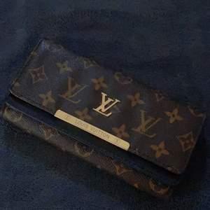 Louis Vuitton handbag. Well used & in good condition #clutch #handbag #louisVuitton #Gucci