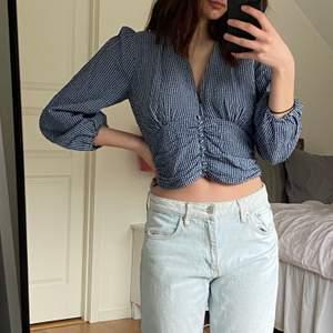 Super fin tröja inför våren och sommaren som kommer från zara, inköpt i Augusti och nypris låg på 350kr. Kan skicka fler bilder vid förfrågning💘💘
