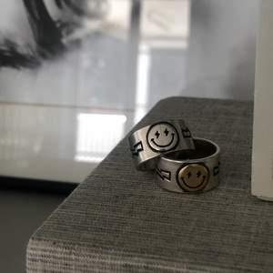 """Ring """"elli"""" från mitt egna företag @jewelrybijoux_ finns nu att köpa även på Plick, ringen är i sterling silver och är justerbar⚡️🤍🤩"""