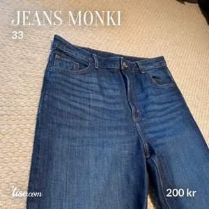 Nästan oanvänt skick. Använda en gång, tvättade en gång. Säljer pga för stora för mig. (Storlek 33 - Nypris 400kr). Finns att hämta i Gustavsberg, Värmdö. Kan även frakta, då står köparen för fraktkostnad.