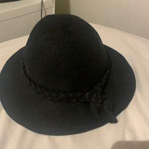 En fin hatt i bra skick. Kom privat för mer bilder🌸frakt ingår inte