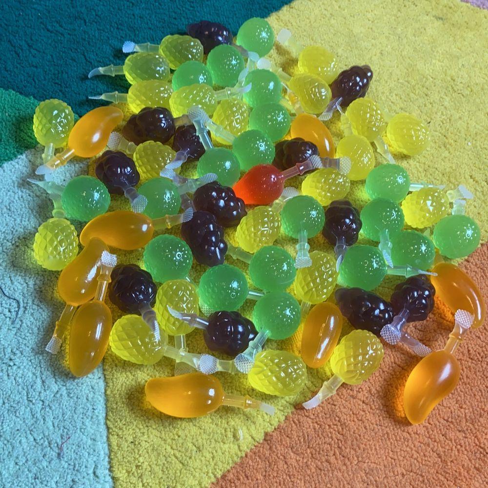 Jelly Fruits från Party Hallen original pris 299 nu säljer jag dom för 200, med frakten blev det 345 nu är frakten 30😊. Övrigt.