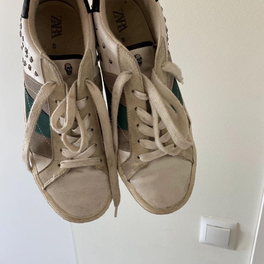 Intressekoll på mina syperfina golden goose liknande sneakers från zara (finns inte kvar på hemsidan), säljer endast vid bra bud och om många är intresserade blir det budgivning❤️❤️ . Skor.