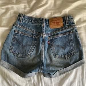 Snygga vintage levis jeans, passar xs/s beroende på önskad passform! Spårbar frakt 57kr😇⚡️