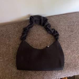 Svart jätte snygg modern väska