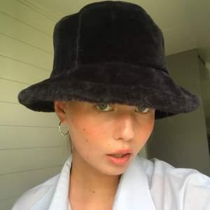 vintage hatt köpt på secondhand 👒👒 pris kan diskuteras!