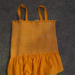 Zara linne/topp fint t sommaren, orange färg som är snyggt när man är brun! :)