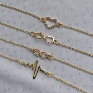 Den tredje armbandet i första bilden är såld 🦋 För mer information kom till dms 💕 Helt ny, jag säljer många smycken på min Instagram mochitufo... Ni kan köpa här i från eller från Instagram, bara kontakta mig vid intresse 💚