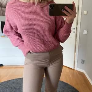 Säljer en rosa stickad tröja som inte kommer till användning. Den är i storlek S och säljs för 80kr+frakt